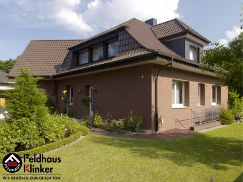 Клинкерный кирпич Feldhaus Klinker K335NF carmesi antic mana