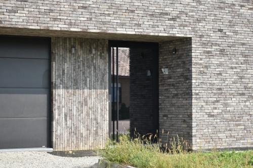 Кирпич ручной формовки Vandersanden 330 A1. Nevado Dark